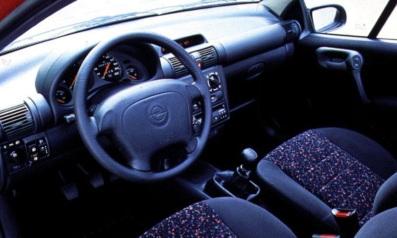 Opel tigra i 1994 2000 namasce for Interieur opel tigra 2000