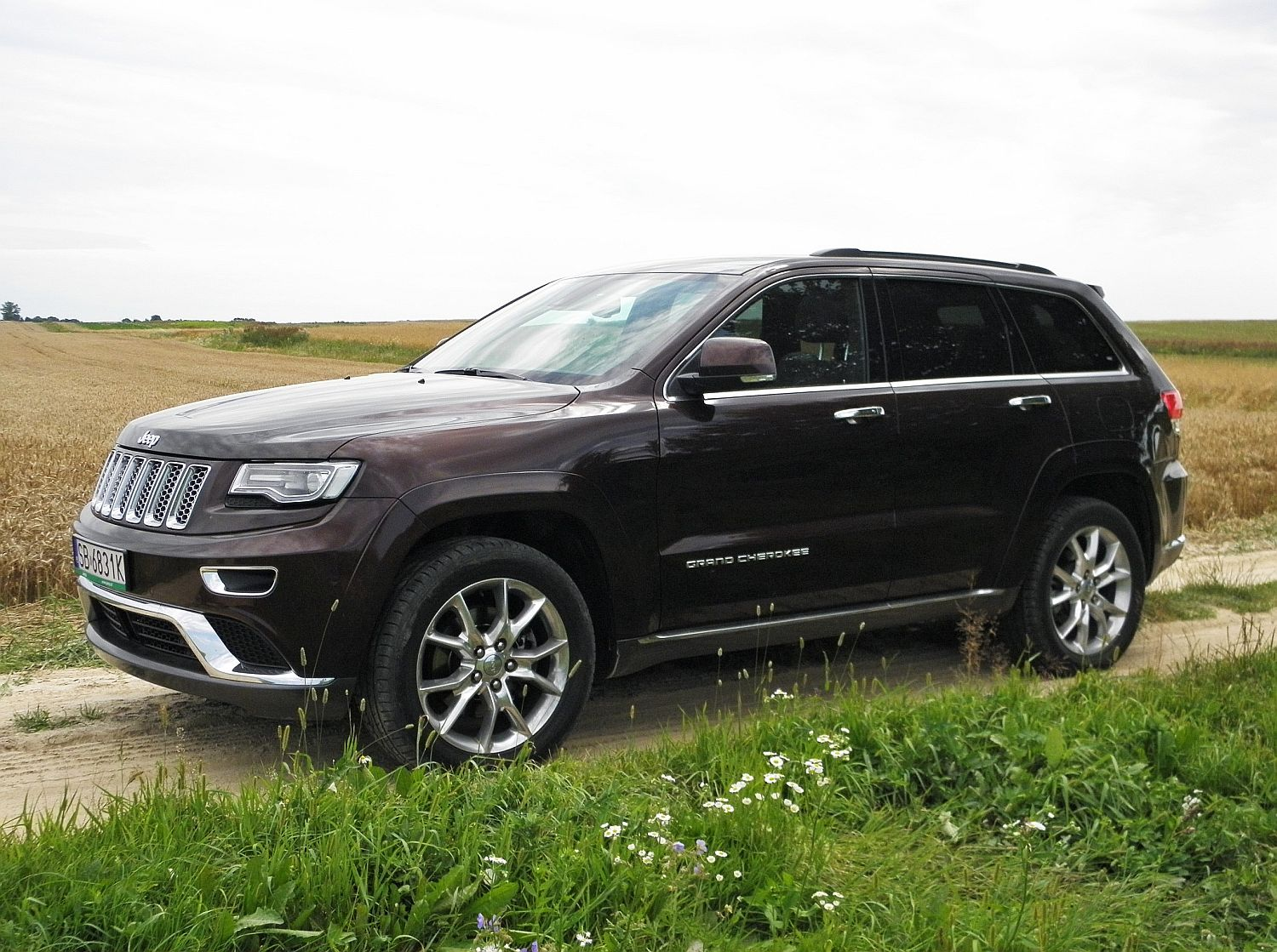 jeep grand cherokee 3 0 crd overland summit bardziej grand namasce. Black Bedroom Furniture Sets. Home Design Ideas