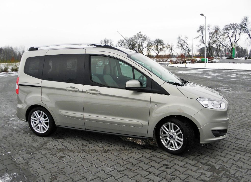 ford tourneo courier 1 6 tdci titanium fiesta xxl namasce. Black Bedroom Furniture Sets. Home Design Ideas