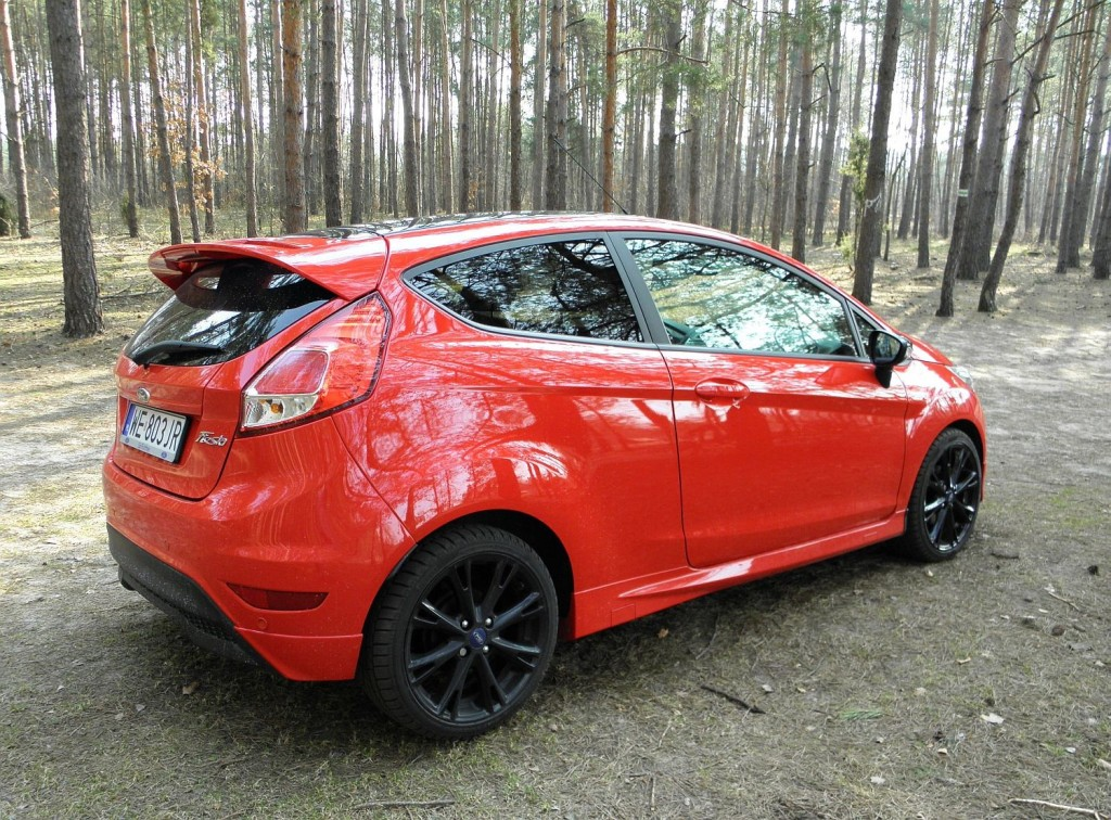 ford fiesta 1 0 ecoboost red edition rozs dny sportowiec namasce. Black Bedroom Furniture Sets. Home Design Ideas