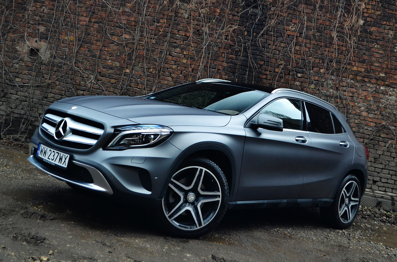 mercedes benz gla 250 4matic crossover w sportowym stylu namasce. Black Bedroom Furniture Sets. Home Design Ideas