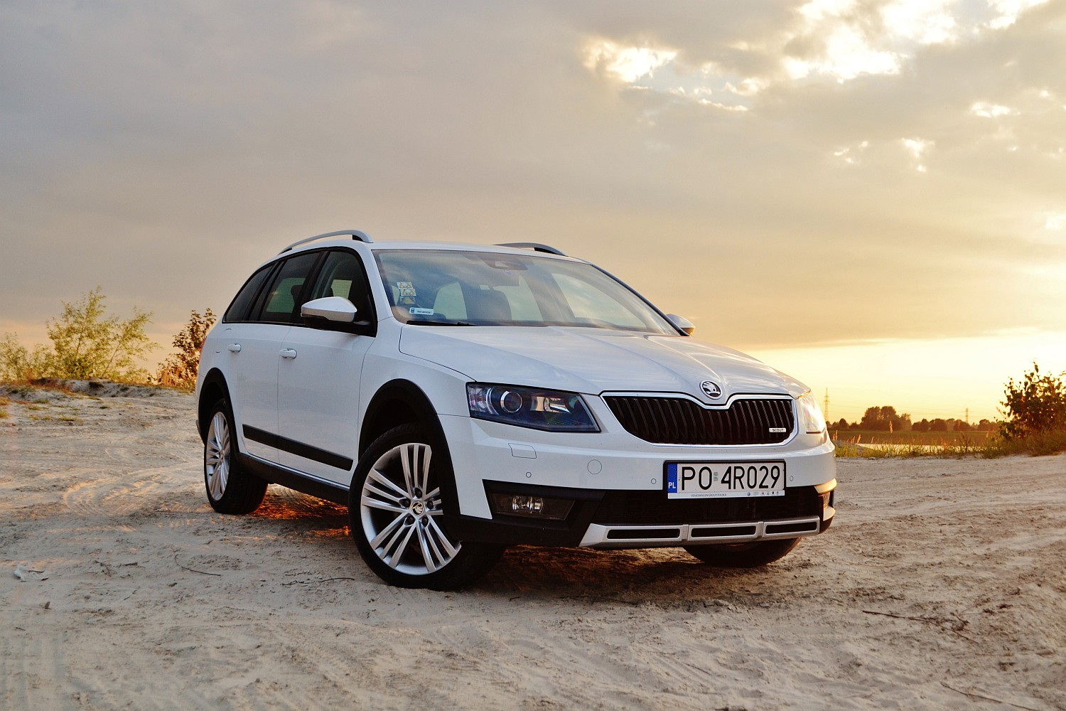 skoda octavia scout 2 0 tdi dsg 4x4 z wszechstronno ci w genach namasce. Black Bedroom Furniture Sets. Home Design Ideas