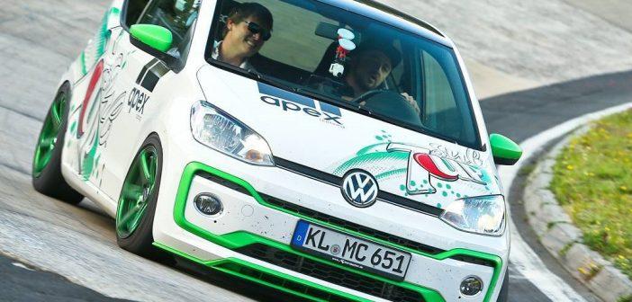 Zmodyfikowany Volkswagen Up! wyprzedzał Ferrari naNurburgringu! (Video)