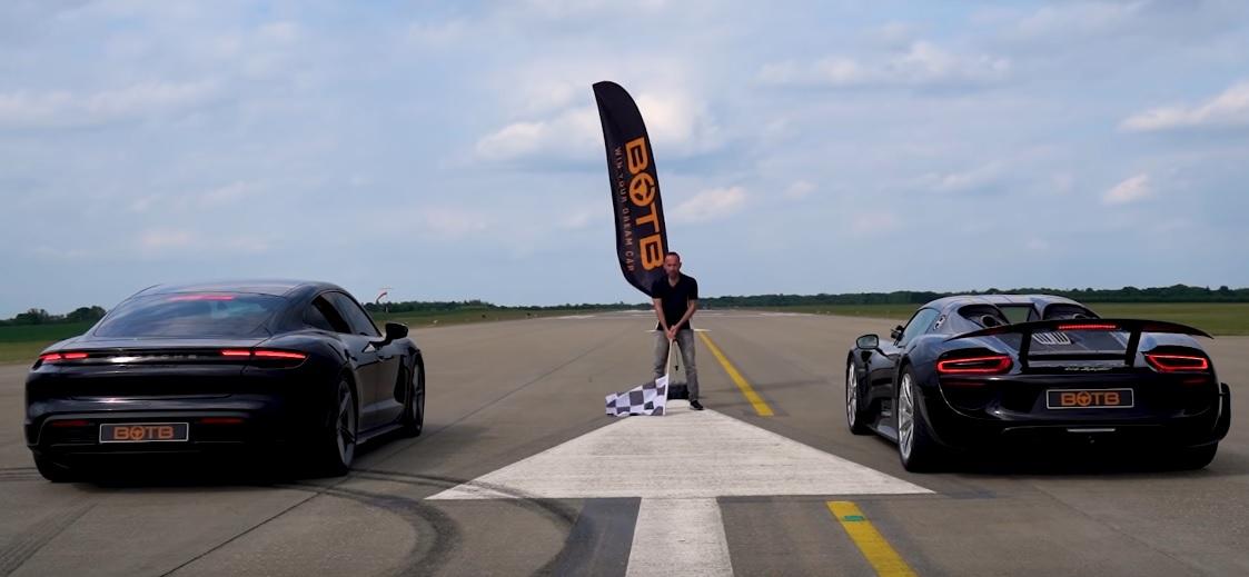 Porsche Taycan Turbo S vs 918 Spyder