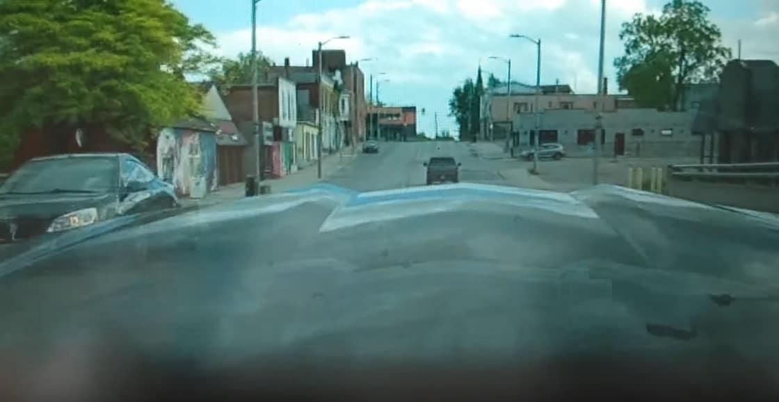 Nowy Chevrolet Corvette ma problem z maską
