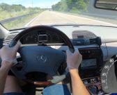 Stary Mercedes CL 500 daje radę! Próba prędkości naniemieckiej autostradzie (wideo)