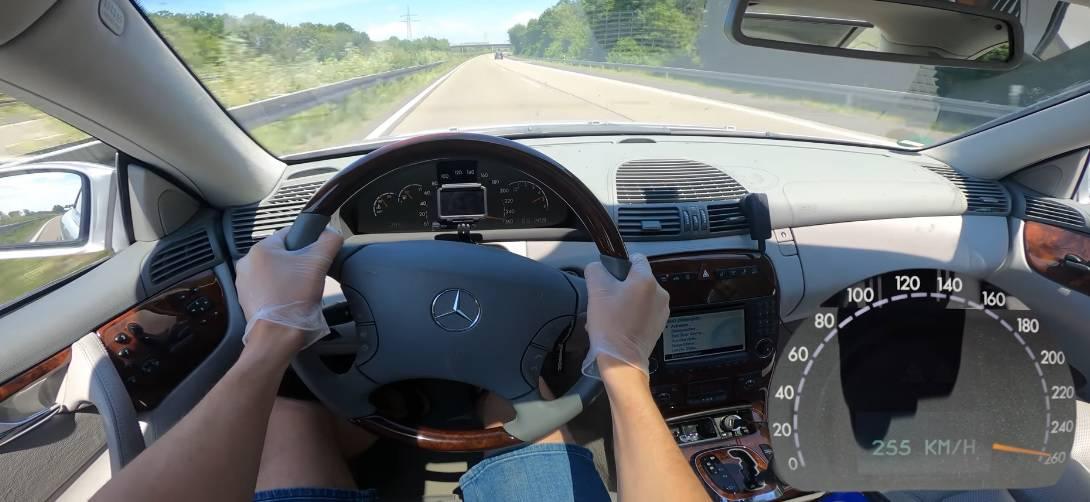 Mercedes CL 500 C215 na niemieckiej autostradzie