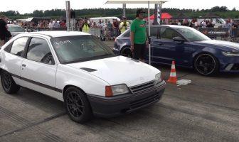 Ten Kadett objechał Audi RS6 Avant
