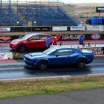 Dodge Challenger Hellcat vs kontra Tesla Model Y Performance