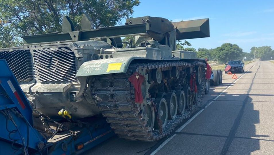 Porzucenie czołgu na autostradzie