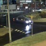 Zagapienie na rondzie - kierowca uderzył w motocyklistę
