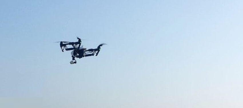 Dostarczanie zniczy dronem we Wszystkich Świętych