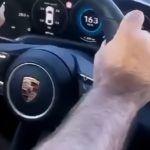 Porsche Taycan wypadek na rondzie