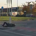 Wrocław wypadek motocyklisty i kierowca passata