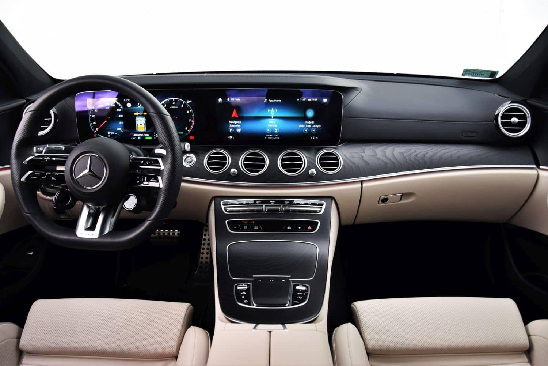Mercedes-AMG E 53 4MATIC+ kokpit