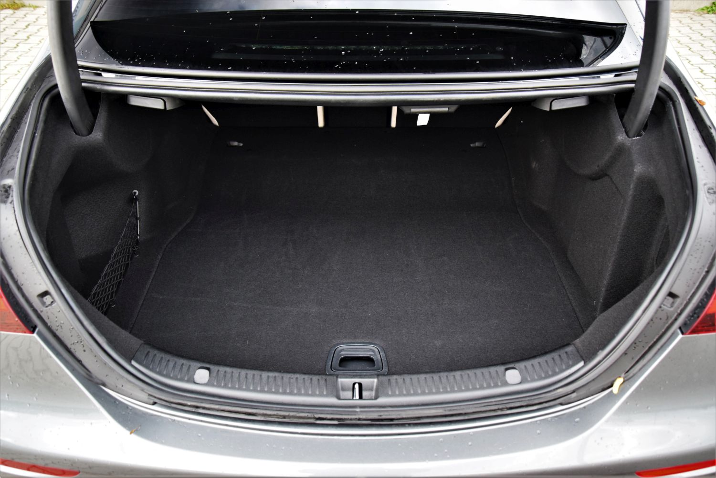 Mercedes-AMG E 53 4MATIC+ bagażnik