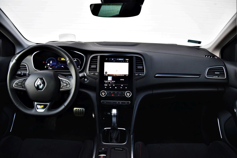 Renault Megane Grandtour E-TECH kokpit