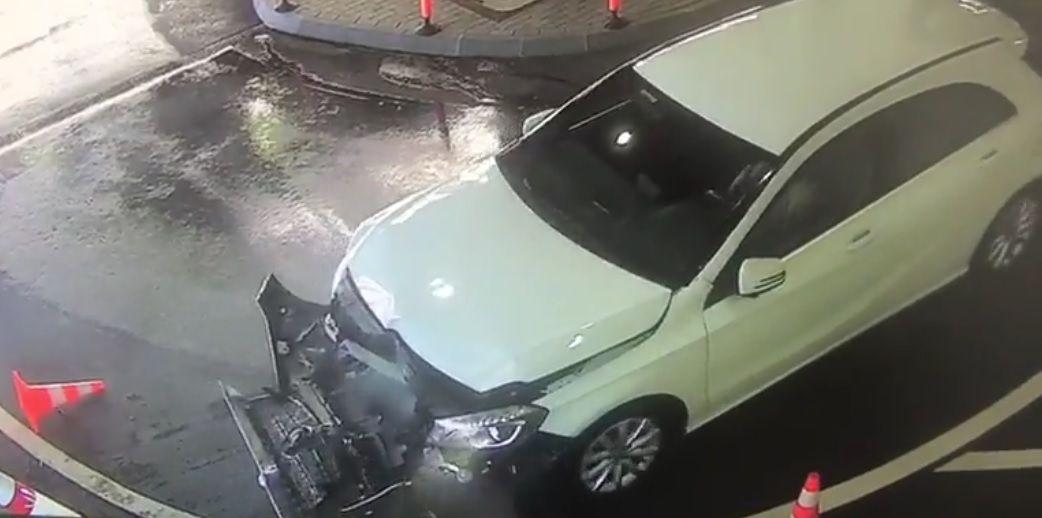 Pani wjechała wścianę poumyciu auta