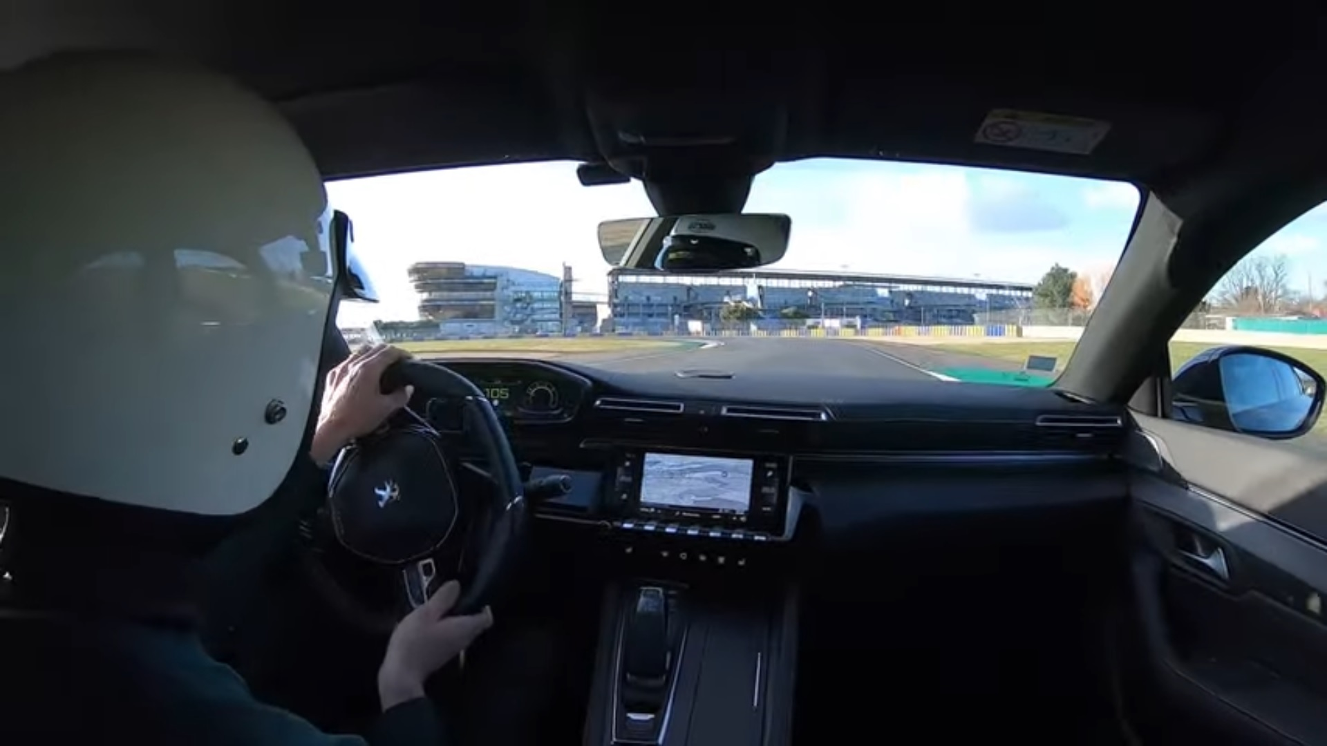 Peugeot 508 PSE on the track