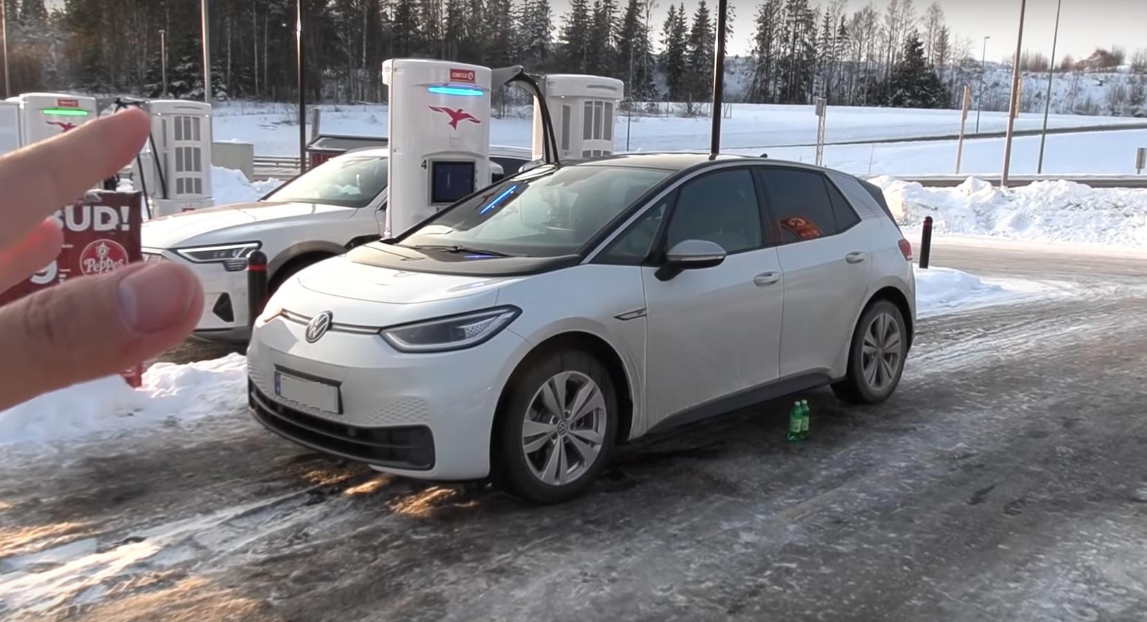 Ładowanie baterii samochodu elektrycznego