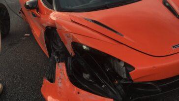 McLaren vs Lamborghini on the public road