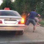 Spontaniczna reakcja taksówkarza na złe zachowanie klienta