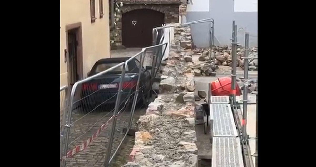 Kierowca niszczący Audi 80 Cabrio