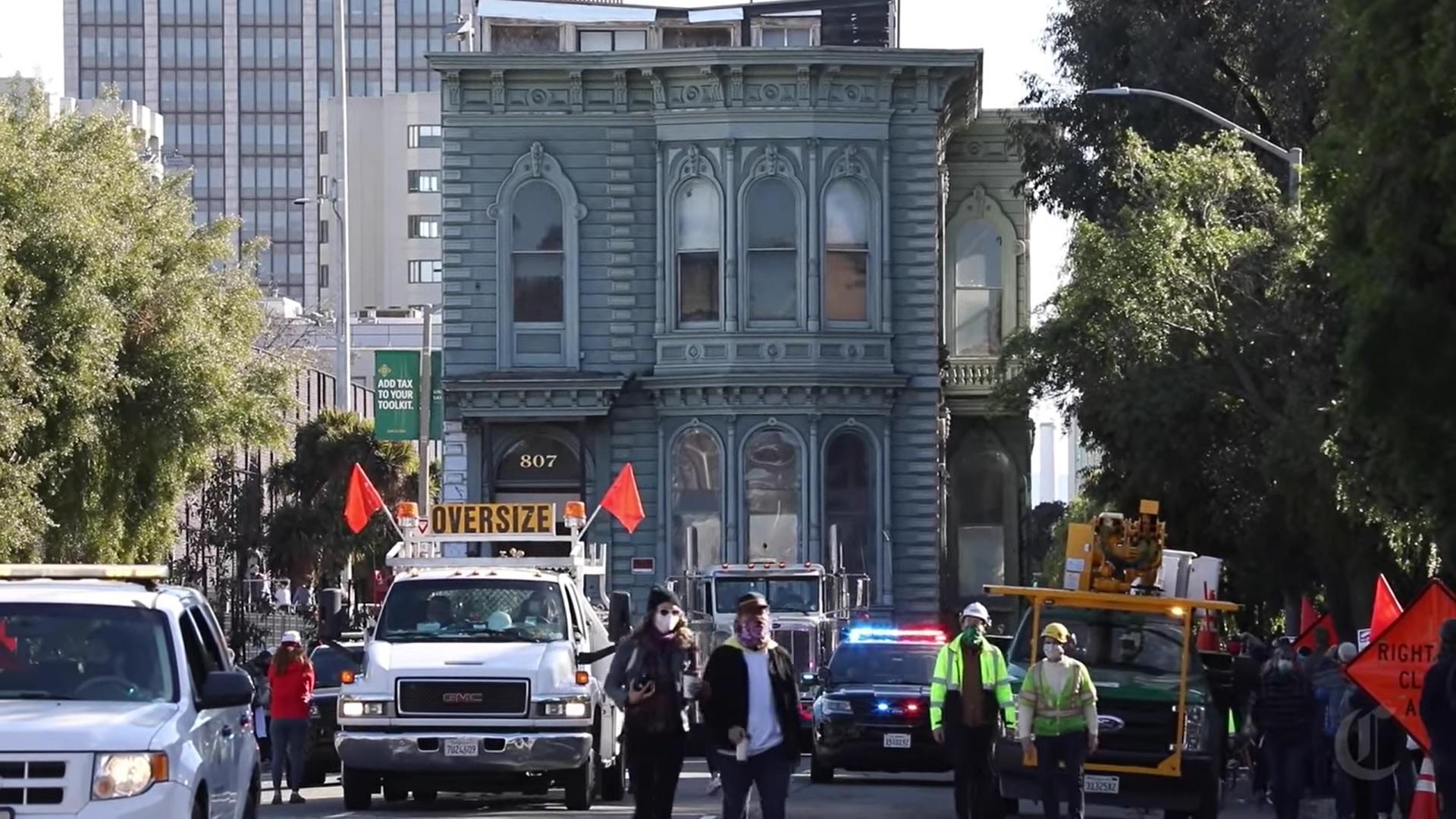 Transport domu przez ulice San Francisco