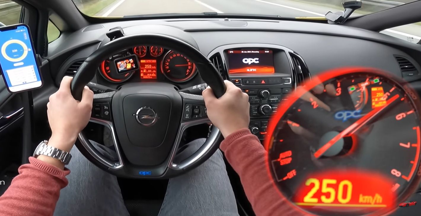 Opel Astra OPC J acceleration