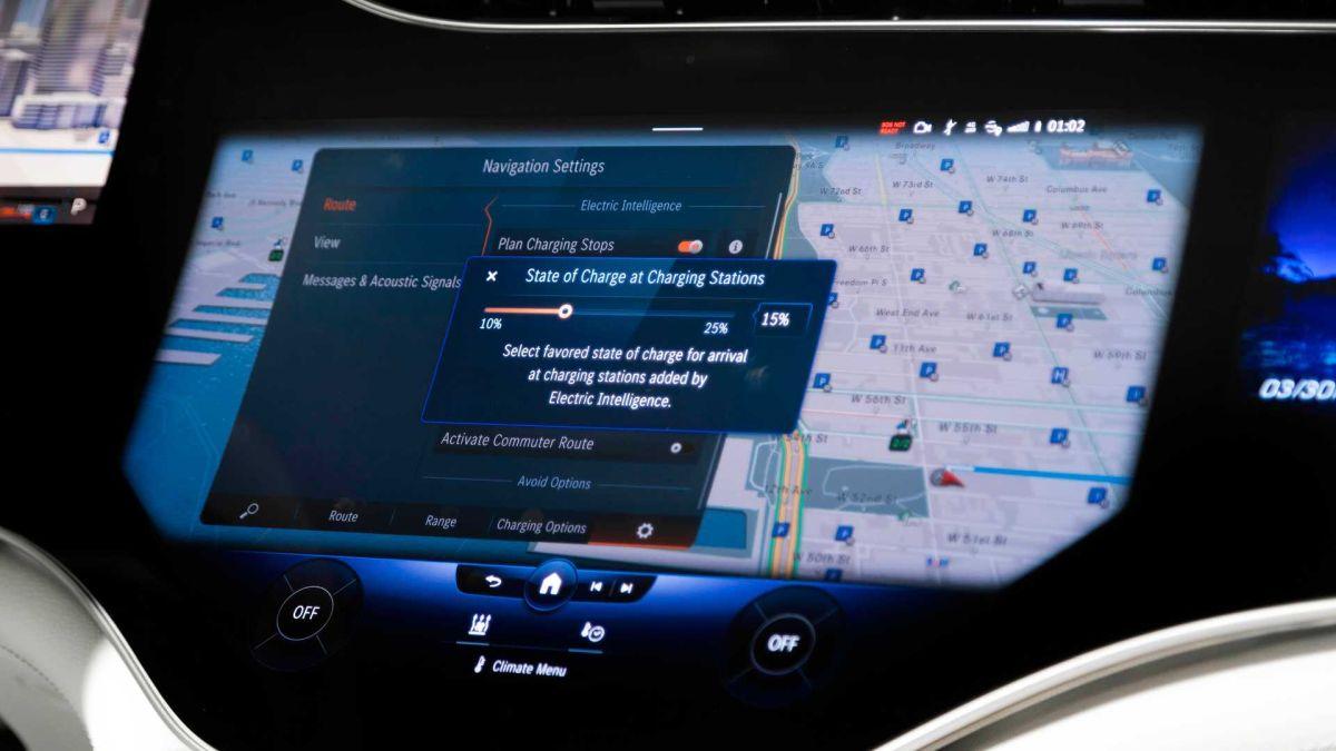 Mercedes EQS ekran multimedialny