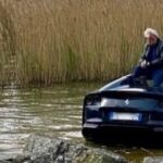 Ferrari 812 GTS w jeziorze