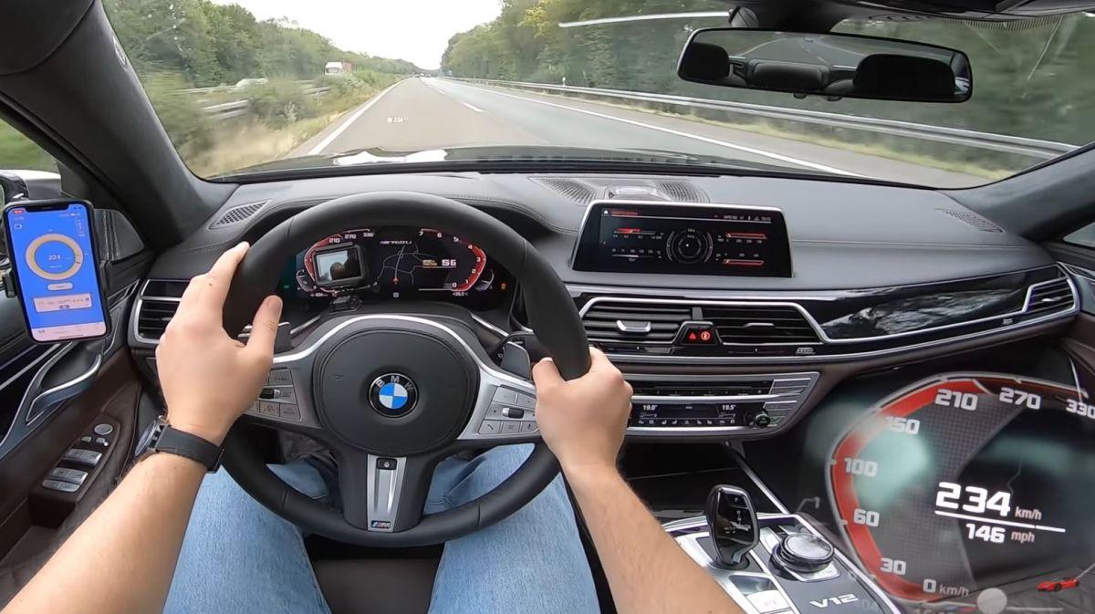 BMW M760Li acceleration