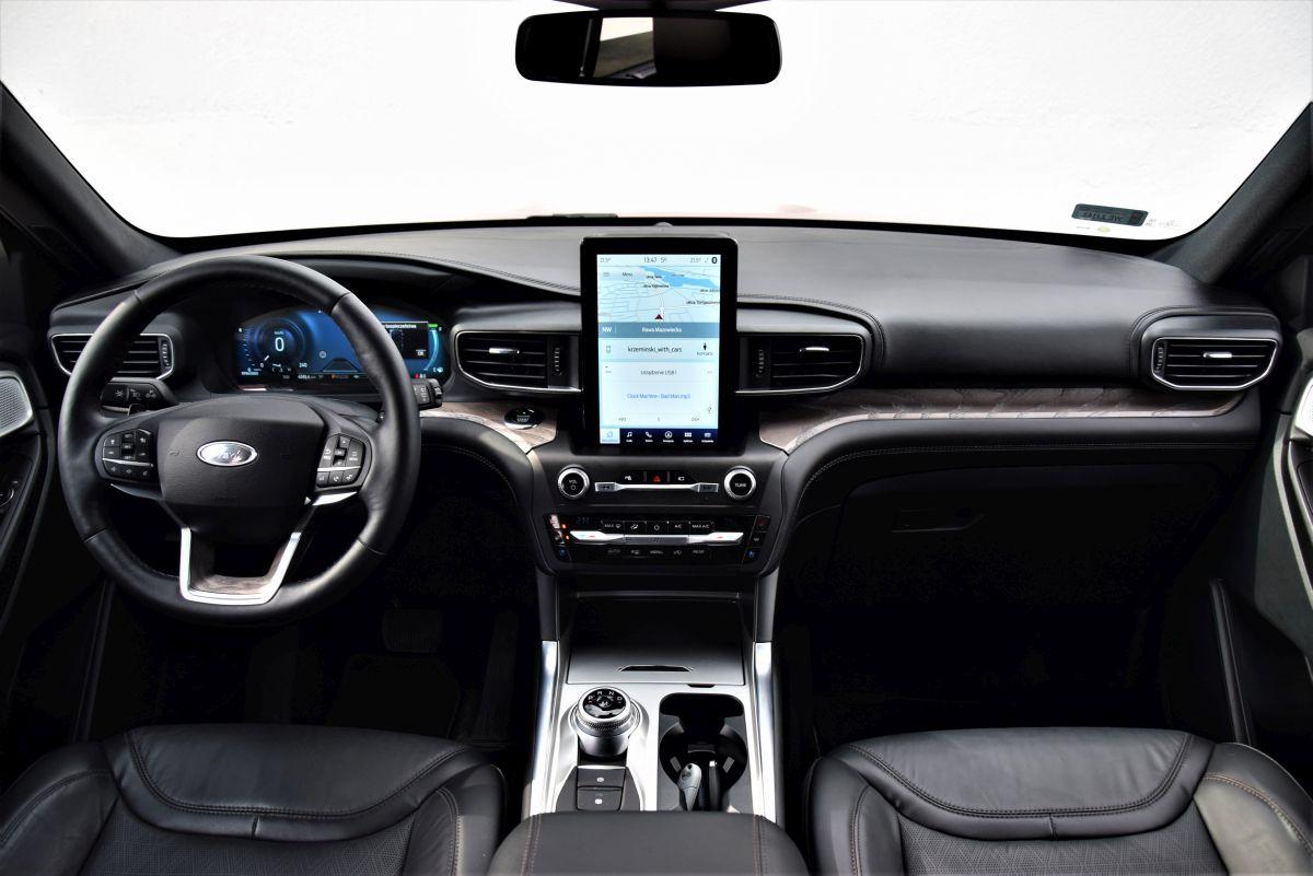 Ford Explorer wnętrze