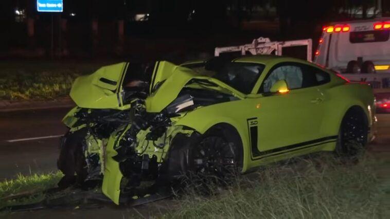 Młodzieniec bez uprawnień rozbił Mustanga