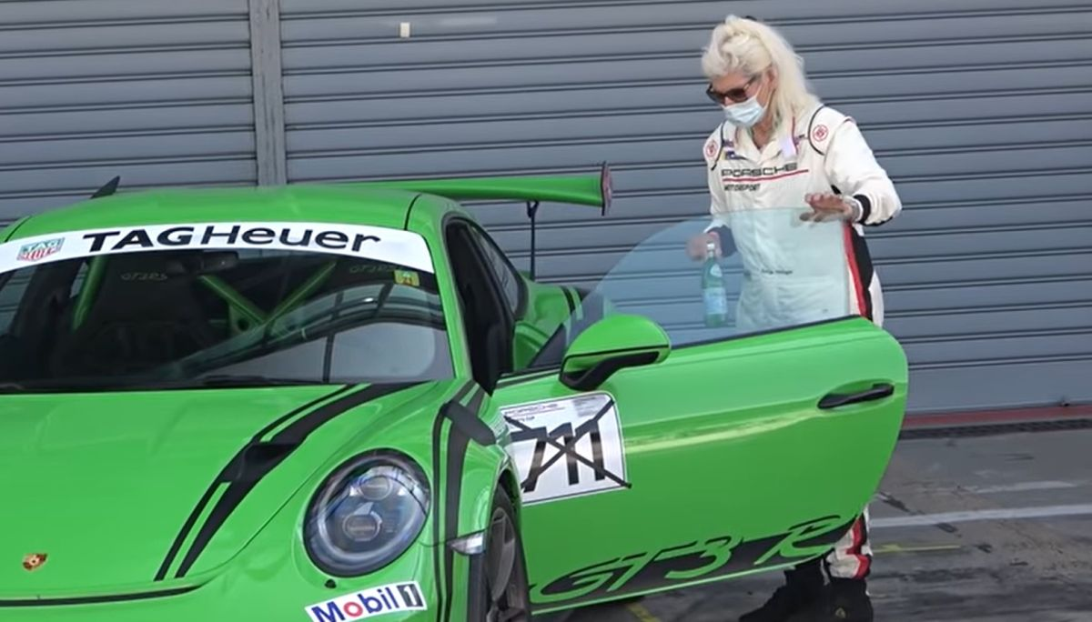 Babcia w Porsche 911 GT3 RS