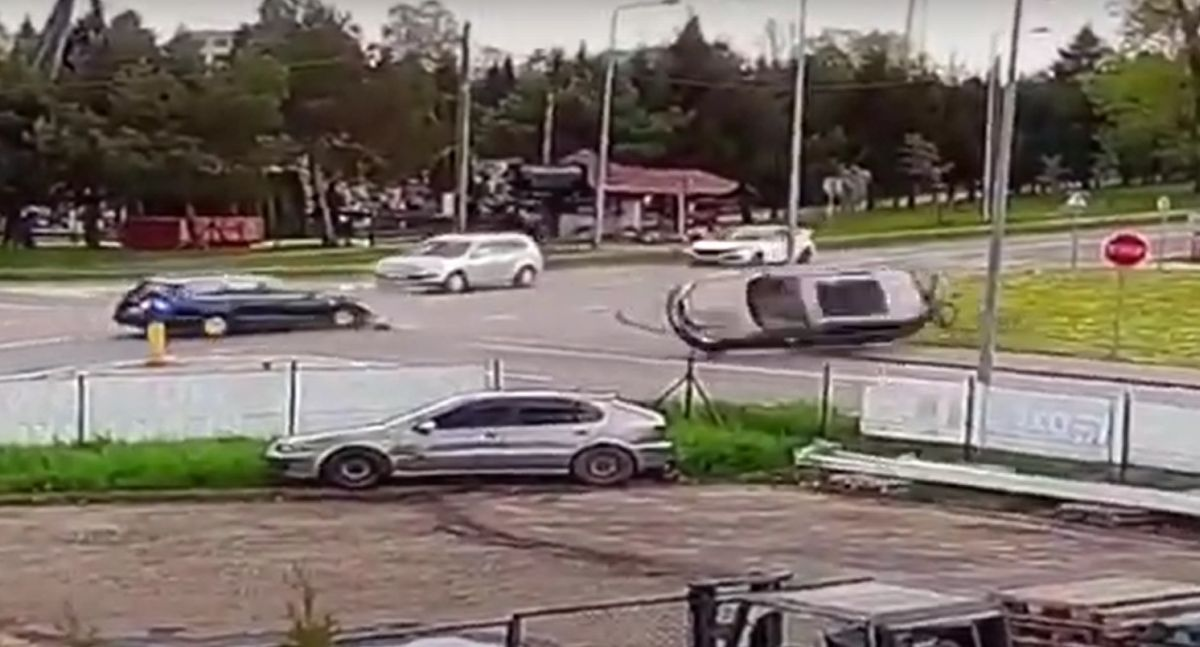 Kłodzko dachowanie na skrzyżowaniu