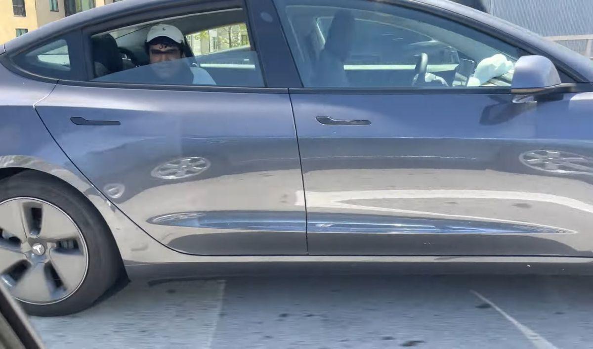 Jazda Teslą bez kierowcy