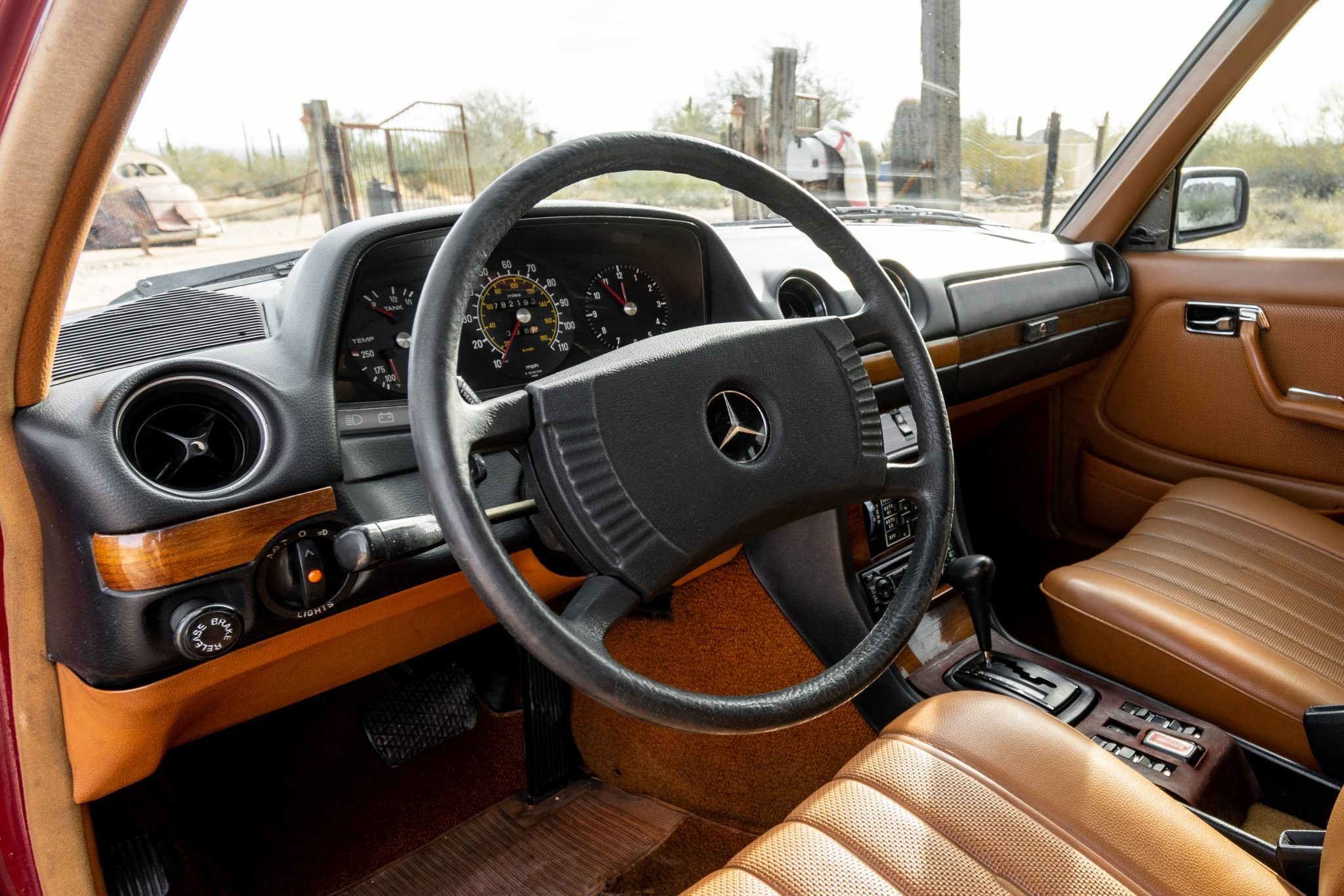W123 interior