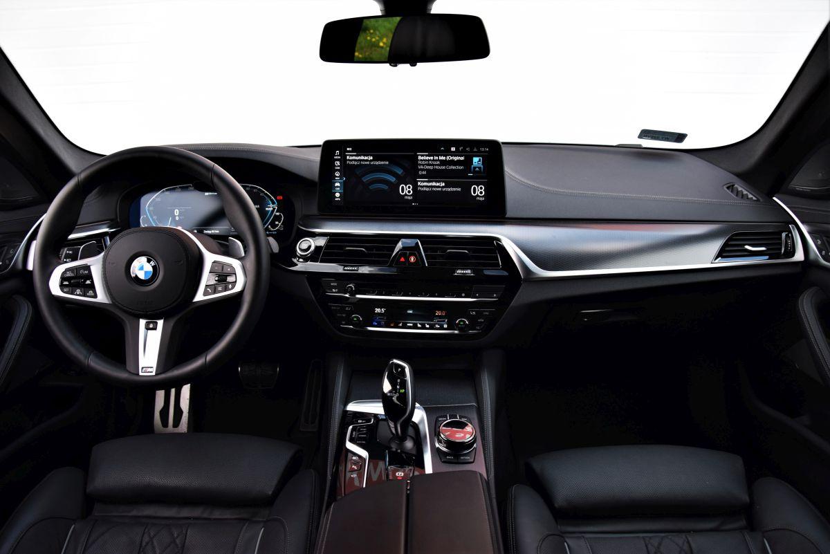BMW 530e xDrive Touring wnętrze