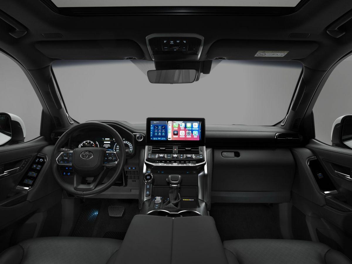 Toyota Land Cruiser 2022 wnętrze