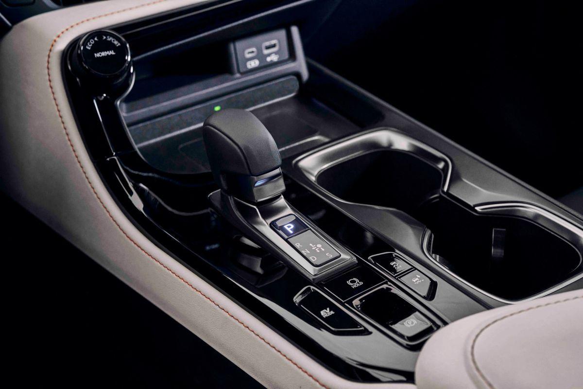 Lexus NX kabina