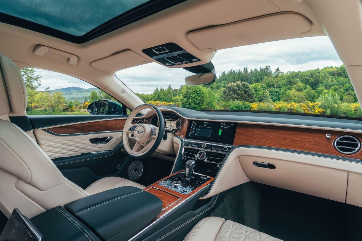 Bentley Flying Spur Hybrid wnętrze
