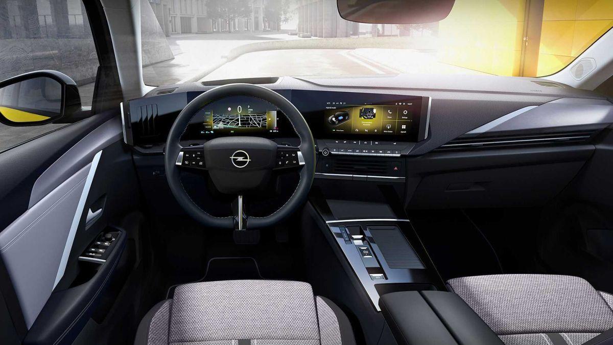 Opel Astra 2022 wnętrze