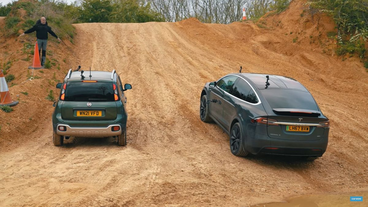 Fiat Panda vs Tesla Model X - off-road