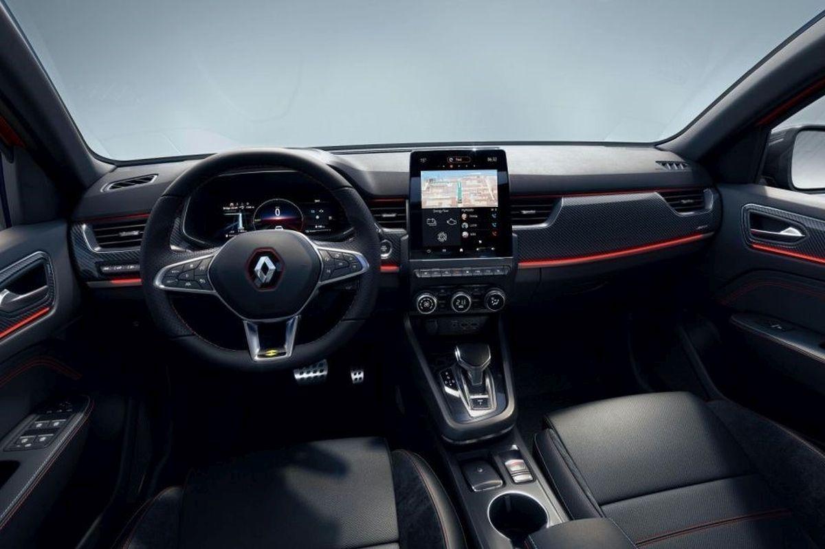 Renault Arkana E-TECH wnętrze