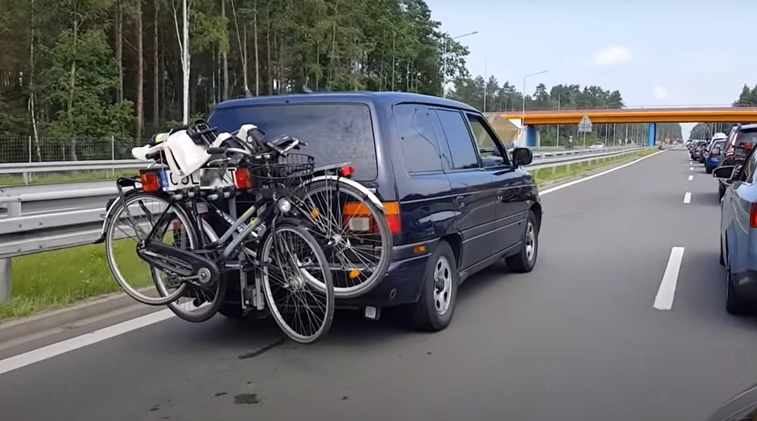 Szeryf drogowy wydłużył korek