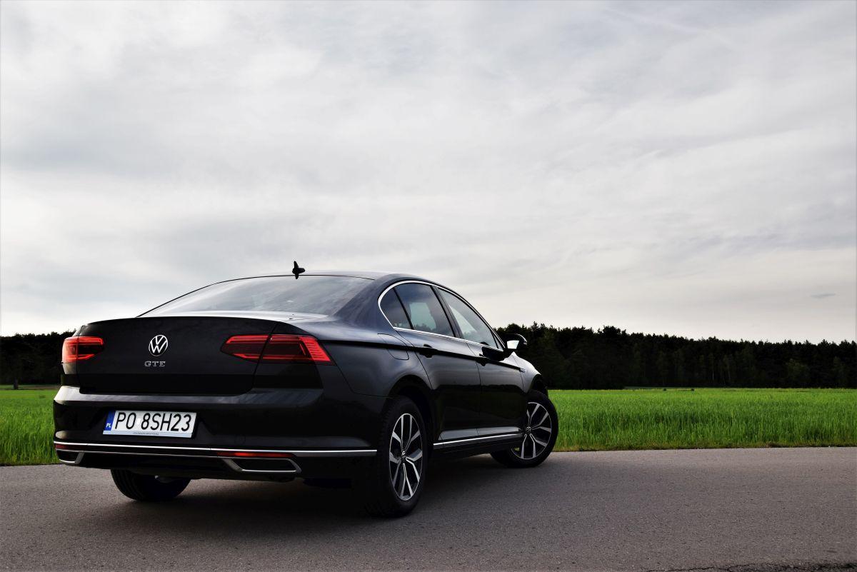 Volkswagen Passat GTE - cena 2021