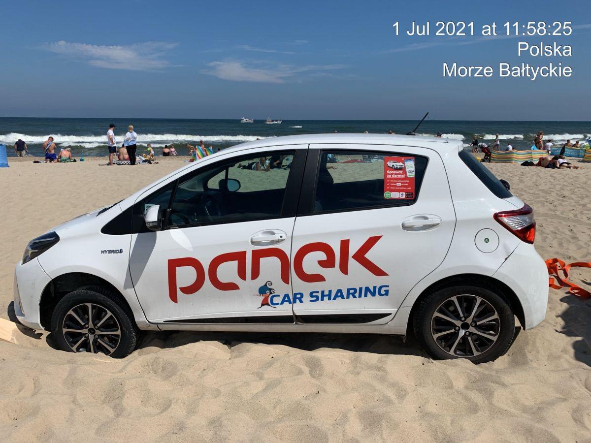 Yaris Panka porzucony na plaży