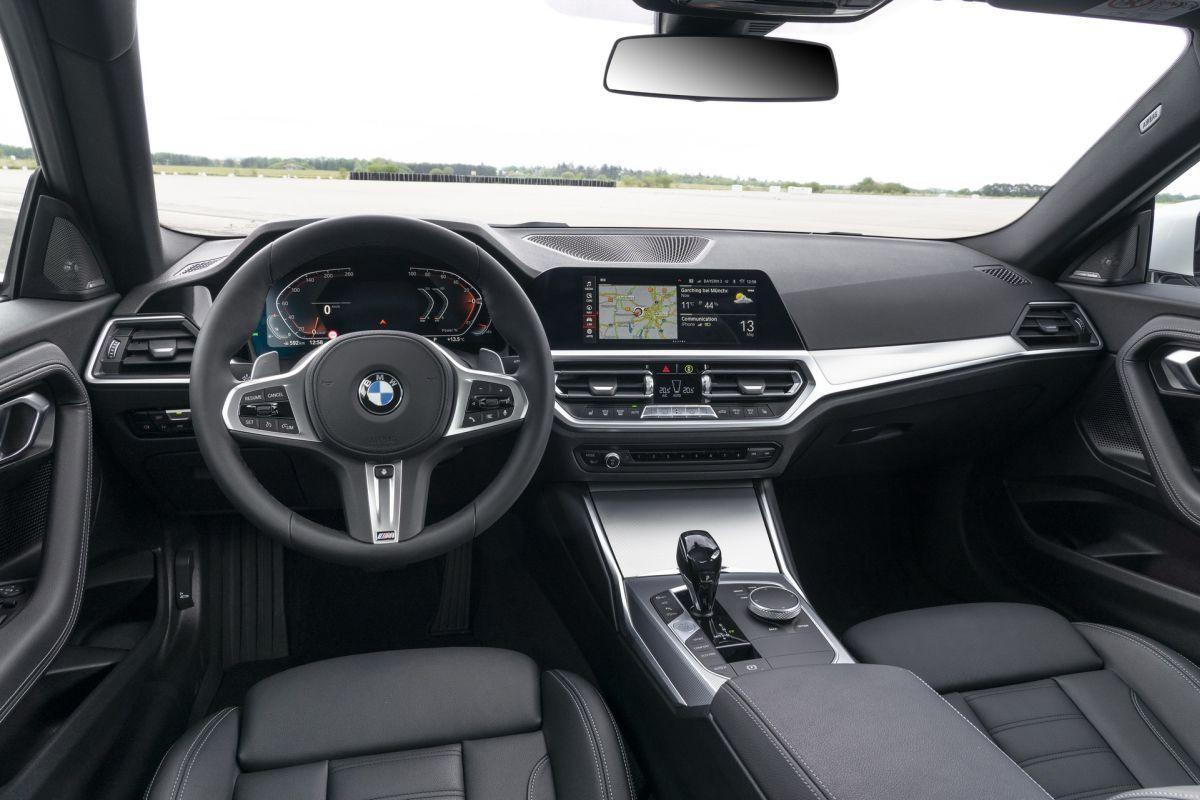 BMW serii 2 G42 wnętrze