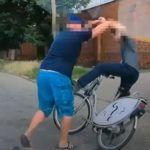 Agresywny kafar kontra chamski rowerzysta